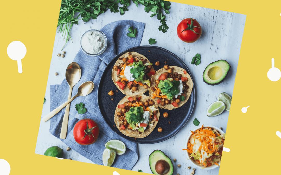 Tortilla's met kikkererwten en labne-mangosaus